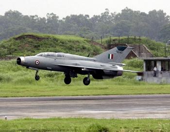 Истребитель МиГ-21 ВВС Индии. Фото: RAVEENDRAN/AFP/Getty Images