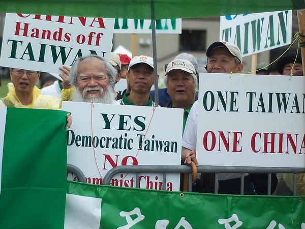 Тайваньские протестующие выступают за независимость Тайваня. Фото: Cindy Gu/Великая Эпоха/The Epoch Times