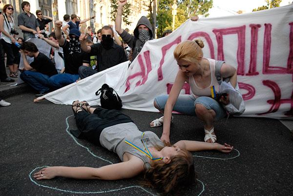 Смерть студента вызвала массовый протест в Украине.  Акция протеста состоялась в Киеве 10 июня. Фото: Владимир Бородин/The Epoch Times
