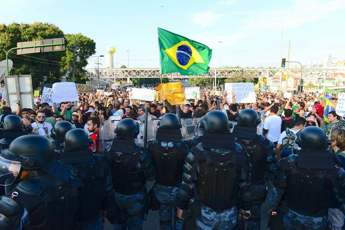 Серьёзные беспорядки произошли в Бразилии. Фото: TASSO MARCELO/AFP/Getty Images