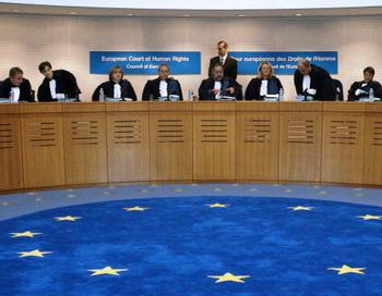 Европейский суд по правам человека (ЕСПЧ) квалифицировал расстрел польских офицеров под Катынью как военное преступление. Фото: Olivier Mopin/AFP/Getty Images