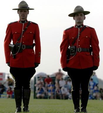 Канадские полицейские. Фото: Tim Smith/Getty Images
