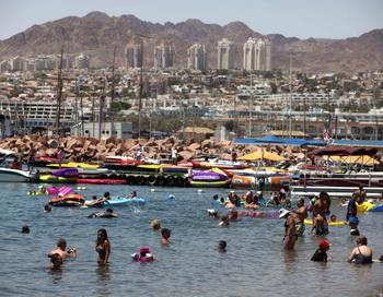 Поток российских туристов в Израиль после отмены виз увеличился в 8 раз. Фото: Mena Hem Kahana/AFP/Getty Images
