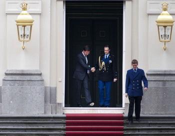 Правительство Нидерландов подало прошение об отставке .Фото: Robin Utrecnt/AFP/Getty Images