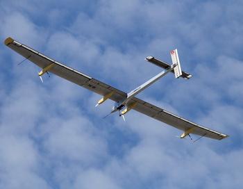 Швейцарский самолёт на солнечных батареях Solar Impulse после первого полёта по Европе теперь отправился в Африку
