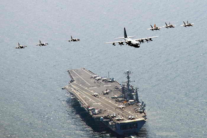 ВМС США и Южной Кореи начали совместные учения в Жёлтом море. Фото: Charles Oki/Getty Images