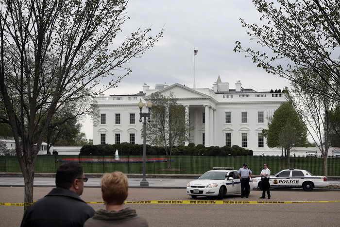 Вашингтон. Предотвратить десятки террористических угроз помогла электронная слежка за телефонными переговорами, осуществляемая американскими спецслужбами. Фото: Alex Wong/Getty Images