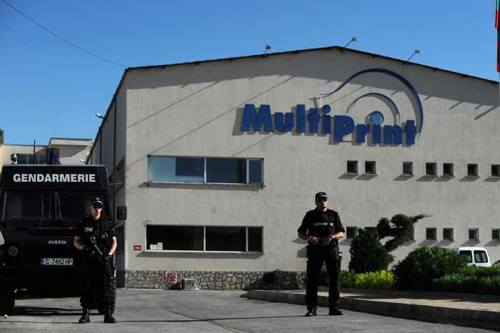 В городе Костинброд в Болгарии правоохранительные органы обнаружили типографию, на которой были напечатаны 350 тысяч фальшивых бюллетеней, предназначенных для досрочных парламентских выборов. Фото: NIKOLAY DOYCHINOV/AFP/Getty Images