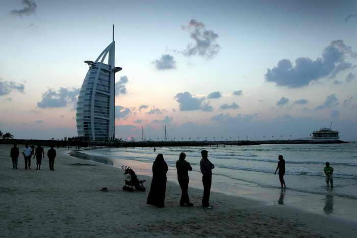 Дубай. Власти Дубая установили специальные дни, в которые на двух пляжах города будут отдыхать только местные жительницы. Фото: Chris Jackson/Getty Images
