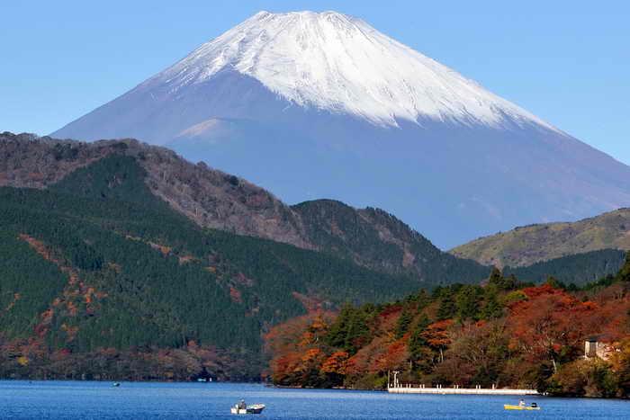 Знаменитая во всём мире и почитаемая в Японии гора Фудзи будет внесена в Мировое наследие ЮНЕСКО. Фото: TORU YAMANAKA/AFP/Getty Images