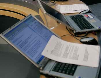 Около 60 выпускников лишатся аттестатов из-за опубликованных в Интернете ответов на ЕГЭ. Фото: DMITRY ASTAKHOV/AFP/Getty Images