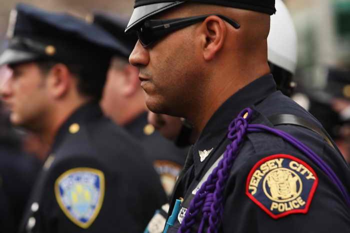 Вооруженный преступник вторые сутки удерживает заложников в Нью-Джерси. Фото: Spencer Platt/Getty Images