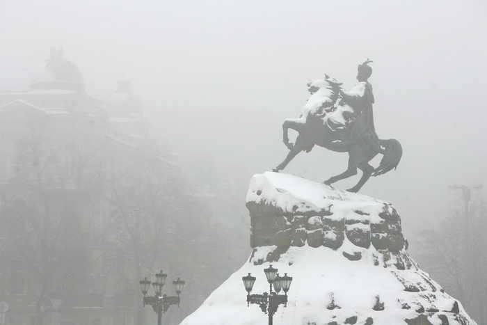 Холодная погода держит в тисках большую часть Европы. Фото: SERGEI SUPINSKY/AFP/Getty Images