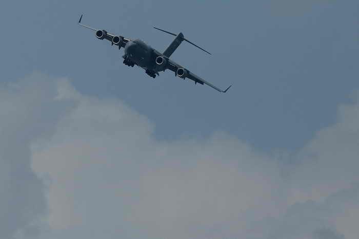 Баллистическая ракета-мишень сброшена с борта транспортного самолёта С-17. Фото: Chris McGrath/Getty Images