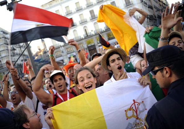 Испанцы протестуют против использования бюджетных средств  для  встречи  Папы Римского. Фото: PEDRO ARMESTRE/AFP/Getty Images