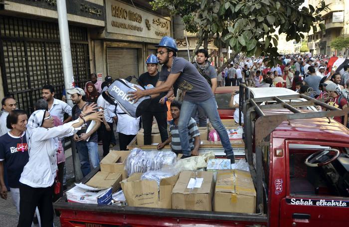 Около 17 миллионов человек вышли на площади Египта 30 июня 2013 года, требуют свержения президента Мухаммеда Мурси. Фото: MOHAMED EL-SHAHED/AFP/Getty Images