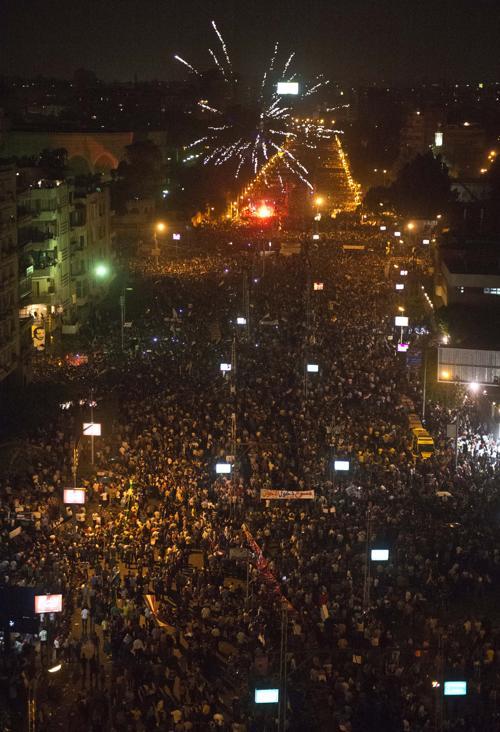 Около 17 миллионов человек вышли на площади Египта 30 июня 2013 года, требуют свержения президента Мухаммеда Мурси. Фото:  KHALED DESOUKI/AFP/Getty Images