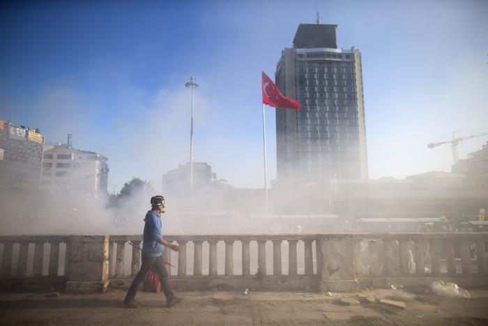 Беспорядки 3 июня в Стамбуле. Фото: Uriel Sinai/Getty Images