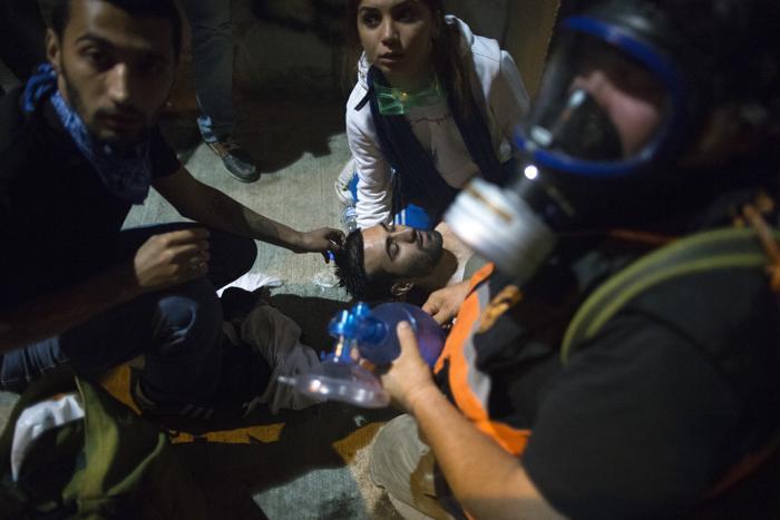 В Стамбуле протестующие пробивались к офису премьер-министра в ночь на 4 июня. Фото: Uriel Sinai/Getty Images