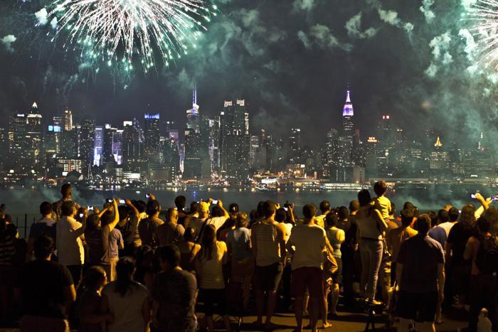 Фейерверк в Нью-Йорке 4 июля 2013 года. Фото: Kena Betancur/Getty Images
