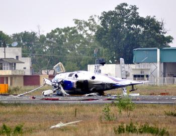Двухмоторный самолёт, потерпевший крушение. Фото: STRDEL / AFP / GettyImages