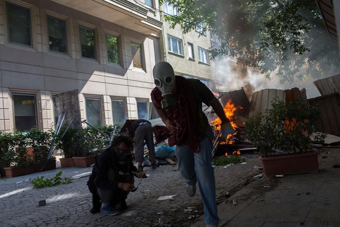 Около 400 человек пострадало в столкновениях с полицией на площади Таксим в Стамбуле. Фото: Lam Yik Fei/Getty Images