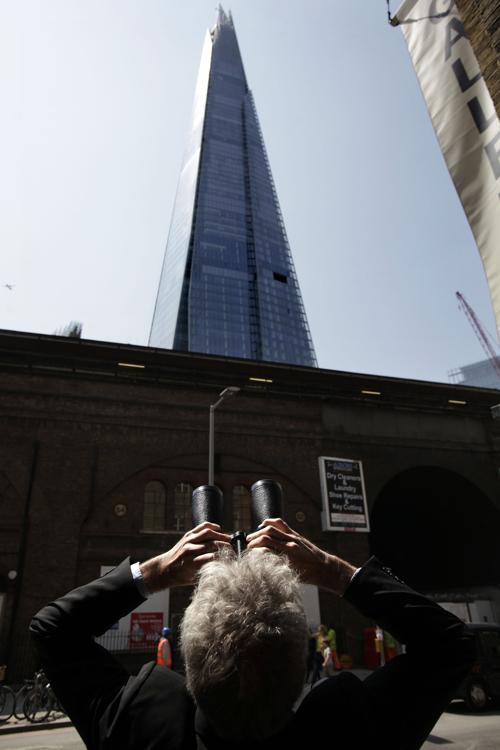 Шесть активистов Гринпис забрались на небоскрёб Shard в Лондоне, чтобы выразить протест по добыче нефти в Арктике 11 июля 2013 года. Фото: Warrick Page/Getty Images