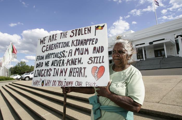 Старший абориген Нэнси Хилл-Вуд проводит акцию протеста перед зданием правительства в Сиднее в 2008 году. Фото: Andrew Sheargold/Getty Images