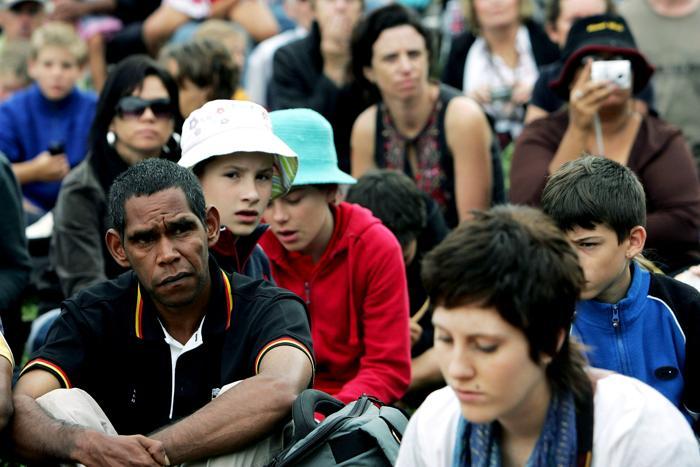 Тысячи людей прибыли к парламенту, чтобы послушать извинения премьер-министра Австралии Кевина Радда. Фото: Lisa Maree Williams/Getty Images