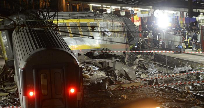 Крупнейшая железнодорожная катастрофа во Франции привела к гибели 6 человек 13 июля 2013 года. Фото: LIONEL BONAVENTURE/AFP/Getty Images