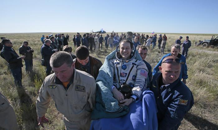 Томас Машбёрн спустился на землю на корабле «Союз». Фото: MIKHAIL METZEL/AFP/Getty Images