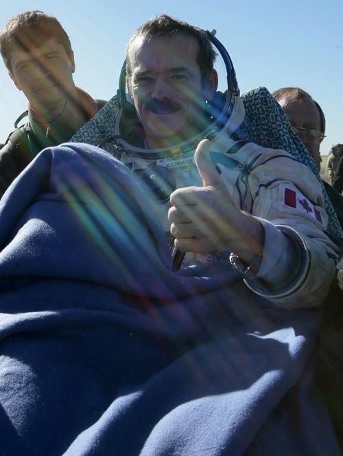Крис Хадфилд спустился на землю на корабле «Союз». Фото: MIKHAIL METZEL/AFP/Getty Images