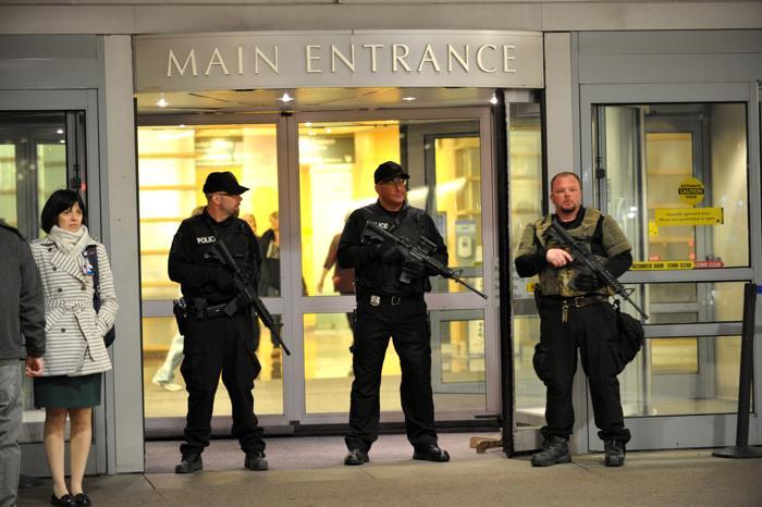 Теракт в Бостоне унёс жизни 3 человек, более 140 ранены. Фото: STAN HONDA / AFP / Getty Images
