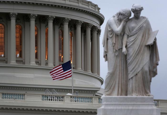 Флаг был приспущен на Капитолии после теракта в Бостоне. Фото: Alex Wong / Getty Images