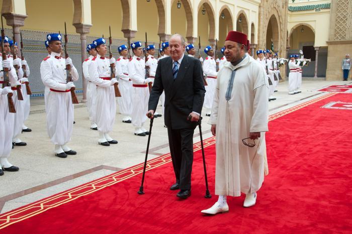 Король Марокко Мухаммед VI встретил испанского короля Хуана Карлоса 16 июля 2013 года. Фото: Carlos Alvarez/Getty Images