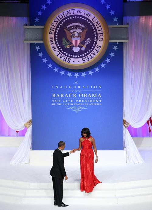 Президент США Барак Обама и первая леди Мишель Обама на инаугурационном балу в Вашингтоне, 22 января 2013 года. Фото: Justin Sullivan / Getty Images