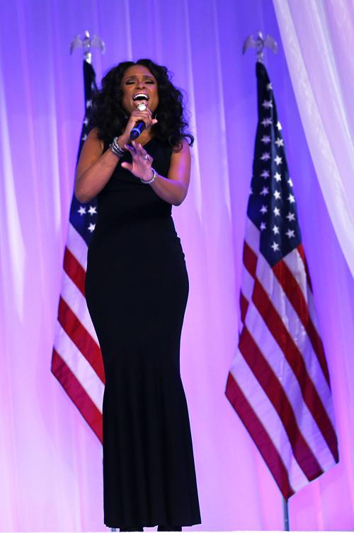 Певица Дженнифер Хадсон выступает на инаугурационном балу в Вашингтоне, 22 января 2013 года. Фото: Фото: Alex Wong / Getty Image