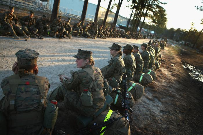 Женщины морские пехотинцы проходят боевую подготовку в США. Фото:  Scott Olson/Getty Images