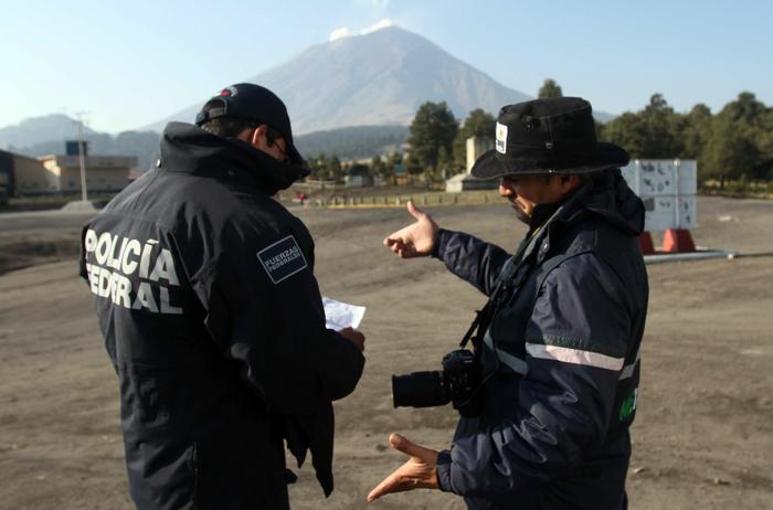 Вулкан Попокатепетль в Мексике приобретает активность. Фото: J.GUADALUPE PEREZ/AFP/Getty Images