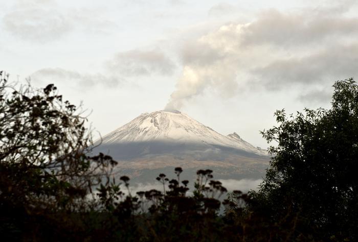 Вулкан Попокатепетль в Мексике приобретает активность. Фото: Ronaldo Schemidt/AFP/Getty Images