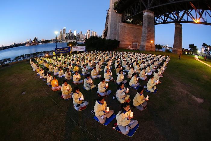 Мероприятия последователей Фалуньгун, посвящённые годовщине начала преследования этой практики в коммунистическом Китае. Сидней, Австралия. Июль 2013 года. Фото: Brendon Thorne/Getty Images