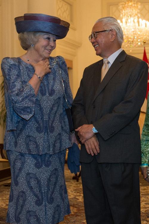 Королева Нидерландов Беатрикс беседует с президентом Сингапура Тони Таном, 24 января 2013 года. Фото: Chris McGrath/Getty Images