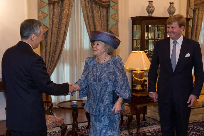 Королева Нидерландов Беатрикс на встрече с премьер-министром Сингапура Ли Сянь Луном, 24 января 2013 года. Фото: Chris McGrath/Getty Images