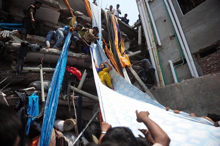 Более 82 человек погибло в Бангладеш под обрушившимся зданием. Фото: MUNIR UZ ZAMAN/AFP/Getty Images