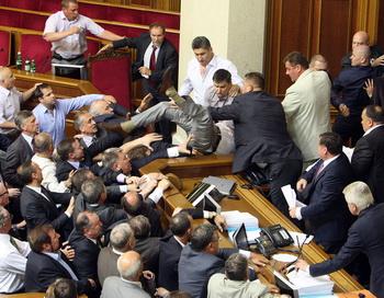 Потасовка на заседании Верховной Рады в Украине 24 мая 2012 года. Фото: STR/AFP/GettyImages