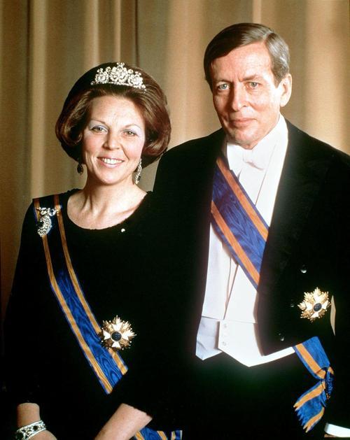 Королева Беатрикс и её муж принц Клаус, официальный портрет в Гааге, 5 августа 1980 года. Фото: MAX KOOT/AFP/Getty Images