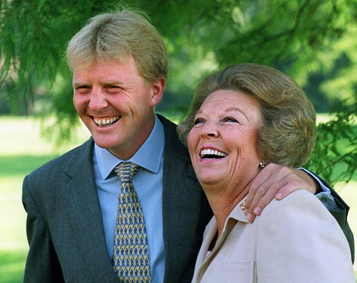 Королева Беатрикс и наследный принц Виллем-Александр в Гааге, 5 сентября 1999 года. Фото: ED OUDENAARDEN / AFP / Getty Images