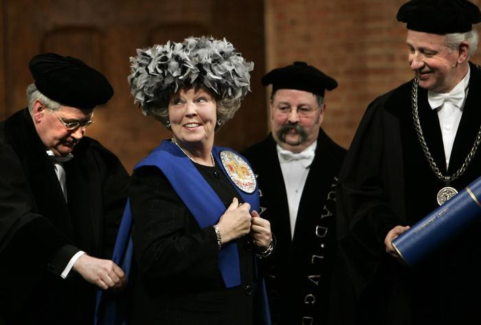 Королева Беатрикс получает докторскую степень в Лейденском университете, 8 февраля 2005 года. Фото: MARCEL ANTONISSE/AFP/Getty Images