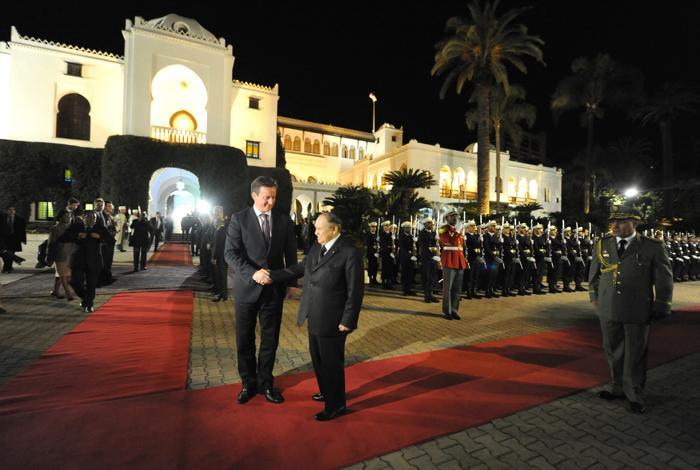 Премьер-министр Великобритании Дэвид Кэмерон с президентом Алжира Азизом Бутефликой, 30 января 2013 года, Алжир. Фото: FAROUK BATICHE/AFP/Getty Images