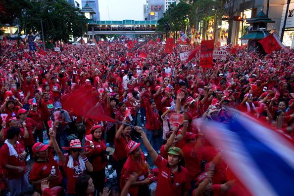 Деловой центр Бангкока остается во власти оппозиции. «Краснорубашечники» не покидают улицы. Фото: Paula Bronstein /Getty Images